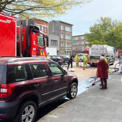 deurne-leeft-te-couwelaarlei-vat-olie-omvergevallen-top-cars
